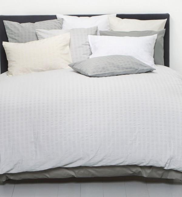 wei e bettw sche von christian fischbacher. Black Bedroom Furniture Sets. Home Design Ideas