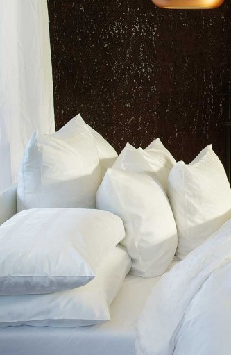 Weiße Bettwäsche