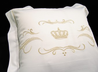 Christian-Fischbacher-Bettwäsche-Luxury-Nights-Crown-gold-weiß-Satin