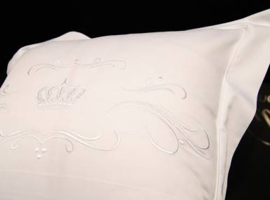 Vorschaubild christian fischbacher bettwaesche luxury nights crown satin 010