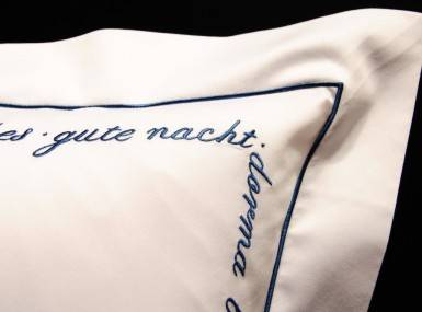 Vorschaubild christian fischbacher bettwaesche luxury nights sweet dreams satin blau