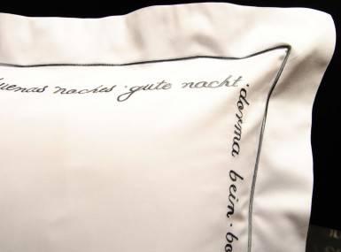 Vorschaubild christian fischbacher bettwaesche luxury nights sweet dreams satin grau
