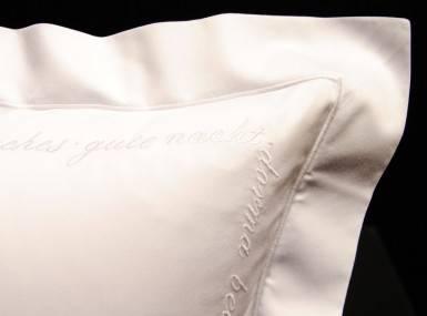 Vorschaubild christian fischbacher bettwaesche luxury nights sweet dreams satin weiss